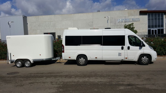 Bus and minibus with bicycle trailer